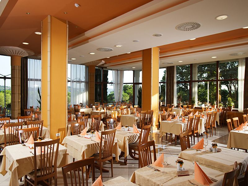 Riviera_Restaurant.jpg