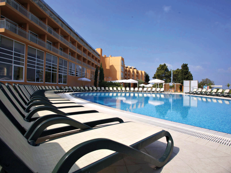 Sol-Umag-outdoor-pool_web.png