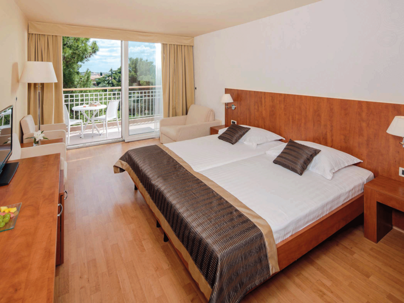 Sol-Umag-Superior-room-with-balcony-S3S_1_web.png