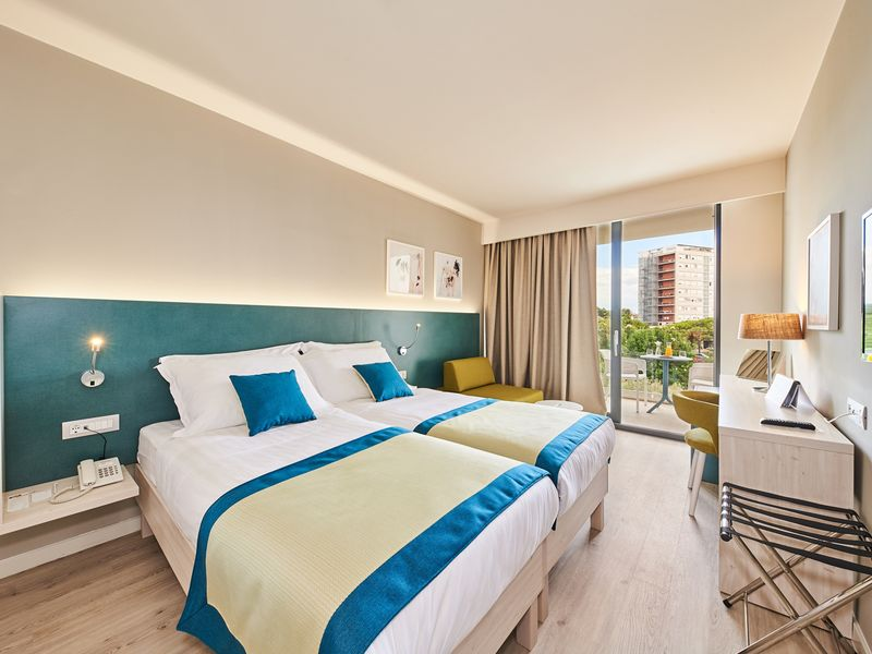 Hotel_Sol_Sipar_for_Plava_Laguna_2017_Superior_room_with_balcony_park-side_S3BP_-2-2_web.jpg