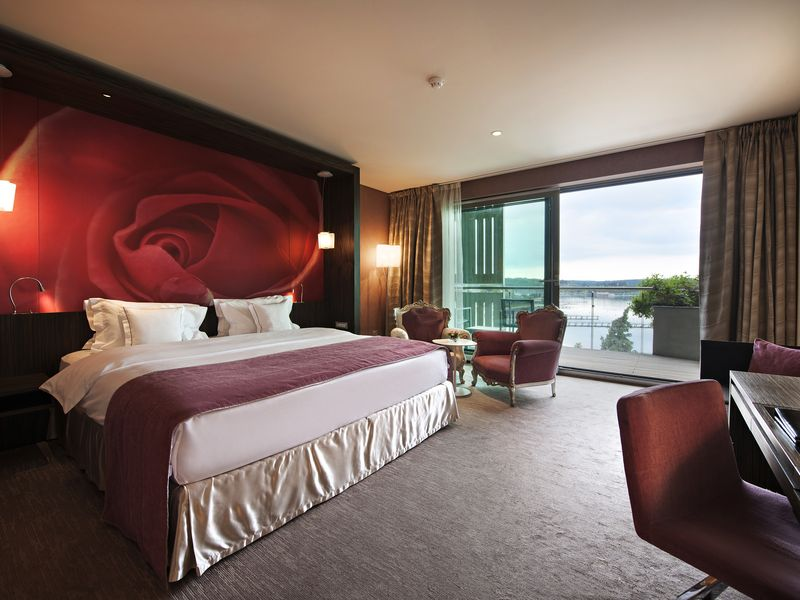 Deluxe_room_sea_view_modern_part_Kempinski_Palace_Portoroz.jpg