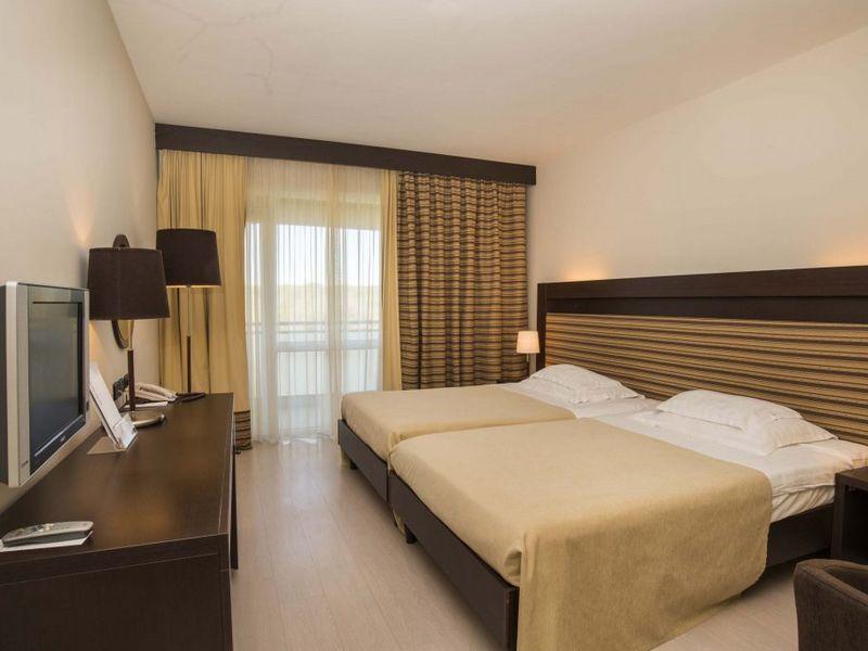 Hotel-_Sol-_Garden_Istra_for-_Plava-_Laguna_2016_Premium_room_balcony_sea-side-_connected_P3BNC_1-1024x684.jpg
